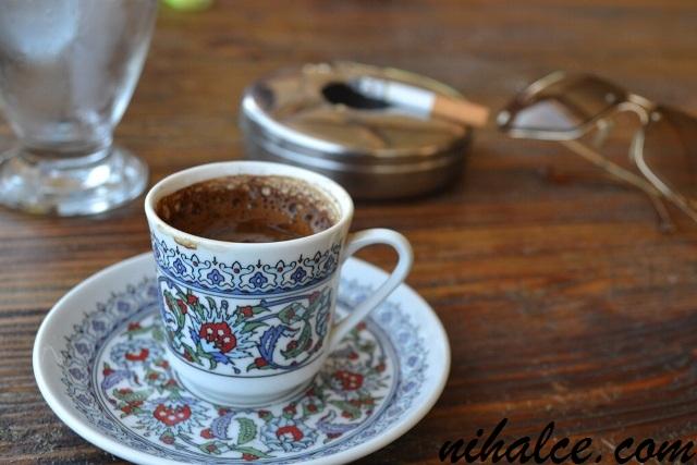 Türk Kahvesi ve Sigara İkilisi